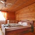 19а Свитязь Деревянный двухэтажный коттедж на 7 номеров с удобствами к каждому номеру беседка каждый номер с отдельным входом