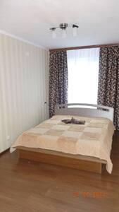 Квартира Сдам посуточно 1-2 к. квартиру в р-не ЖД Вокзала Белая Церковь