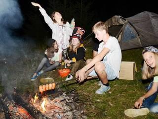 Туристическая зона с палатками. Ждем вашего звонка. Уточните все что интересно (063)273-8999; (066)895-6662; (097)44-541-44; (044)221-6446. Сайт: www.karamelproekt.com лагерь в Карпатах