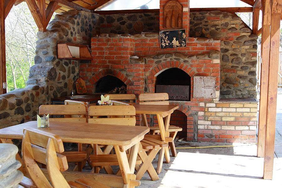 Відпочинок в гостинній садибі «Родинне гніздо» в селі Гармаки, Вінницька область і влітку, і взимку завжди сповнений яскравих моментів!