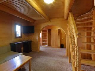 Апартаменты двухуровневые (4+2) с гостинной, мини-кухней и двумя отдельными спальнями