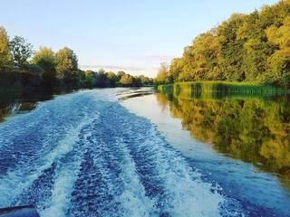 Прогулки на моторной лодке