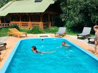 Рецепт ідеальних вихідних – зібрати компанію, забронювати найкращі номери в гостинній садибі «Родинне гніздо» в селі Гармаки.
