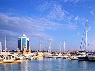 Отдых в номере  отеля или каюта на арендованной яхте в Одессе