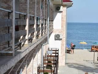 Майские Затока номера у моря 1 линия частный пляж