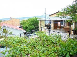 Частный сектор Двухкомнатный домик с террасой на 3-7 человек в Феодосии. Феодосия, АР Крым