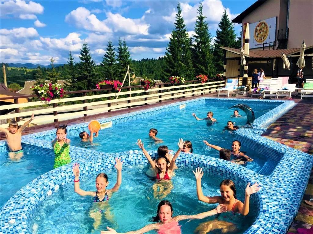 Акція раннього бронювання! VIP табір біля Буковеля «Радість» - найкращий дитячий табір в Карпатах з великим плавальним басейном.