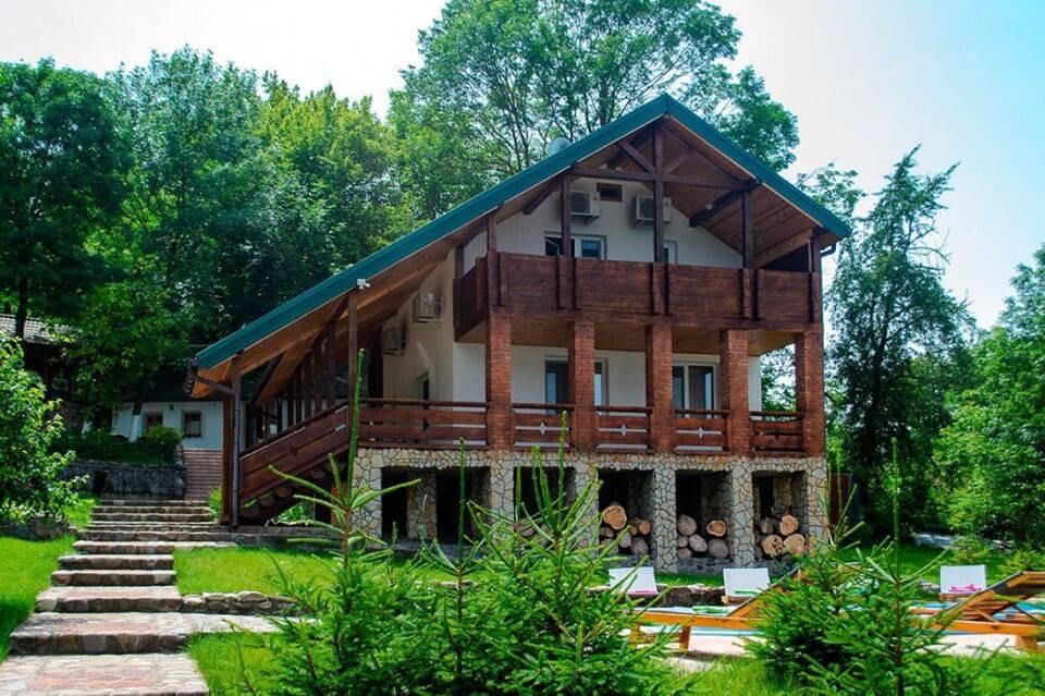Запрошуємо на відпочинок в гостинну садибу «Родинне гніздо».