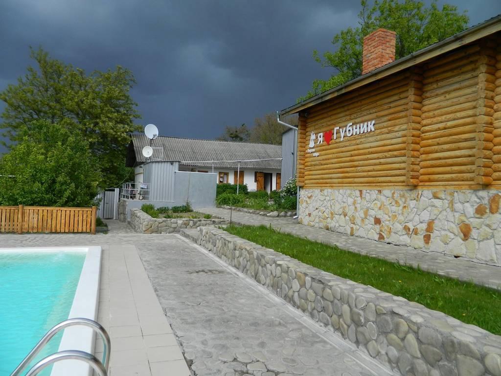 Осінь – це час затишних романтичних вечорів, комфортного відпочинку та смачних страв в гостинній садибі «Родинне гніздо» в селі Губник.