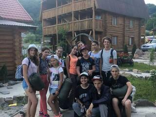 Идем на ночевку. Туристическая зона с палатками. Ждем вашего звонка. Уточните все что интересно (063)273-8999; (066)895-6662; (097)44-541-44; (044)221-6446. Сайт: www.karamelproekt.com лагерь в Карпатах