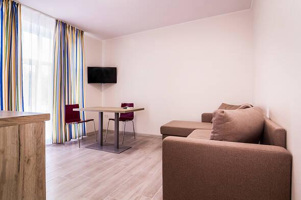 Двухкомнатные апартаменты с кухней-студио - Современные апартаменты в центре курортного города