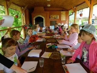 Запрошуємо на майстер-клас з Петриківського розпису в гостинну садибу «Родинне гніздо» в селі Канава, Вінницька область!