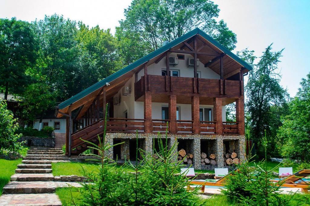 Гостинна садиба «Родинне гніздо» в селі Гармаки, Вінницька область пропонує проведення різноманітних банкетів та корпоративів