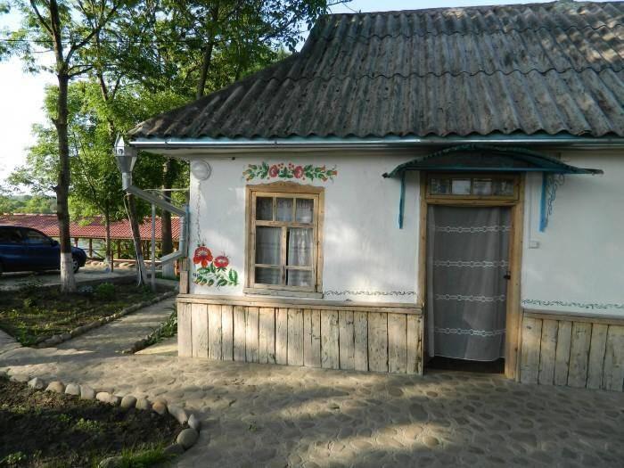 Гостинна садиба «Родинне гніздо» в селі Канава, Вінницька область пропонує унікальну можливість відпочинку за містом.