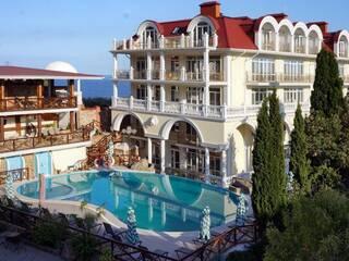 Отель с бассейном в Крыму