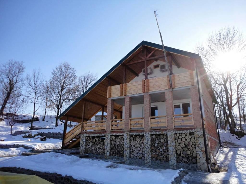 Бронюйте найкращі дати на зимовий відпочинок в гостинній садибі «Родинне гніздо» в селі Гармаки, Вінницька область.