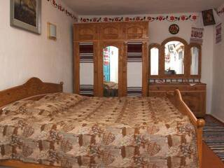 Гостинна садиба «Родинне гніздо» в селі Канава, Вінницька область пропонує вам відпочити в справжніх українських сільських будинках