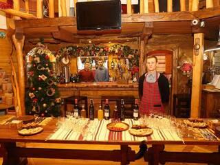"""Ресторан-колыба """"Oster-Platz"""" с камином и детской игровой комнатой"""
