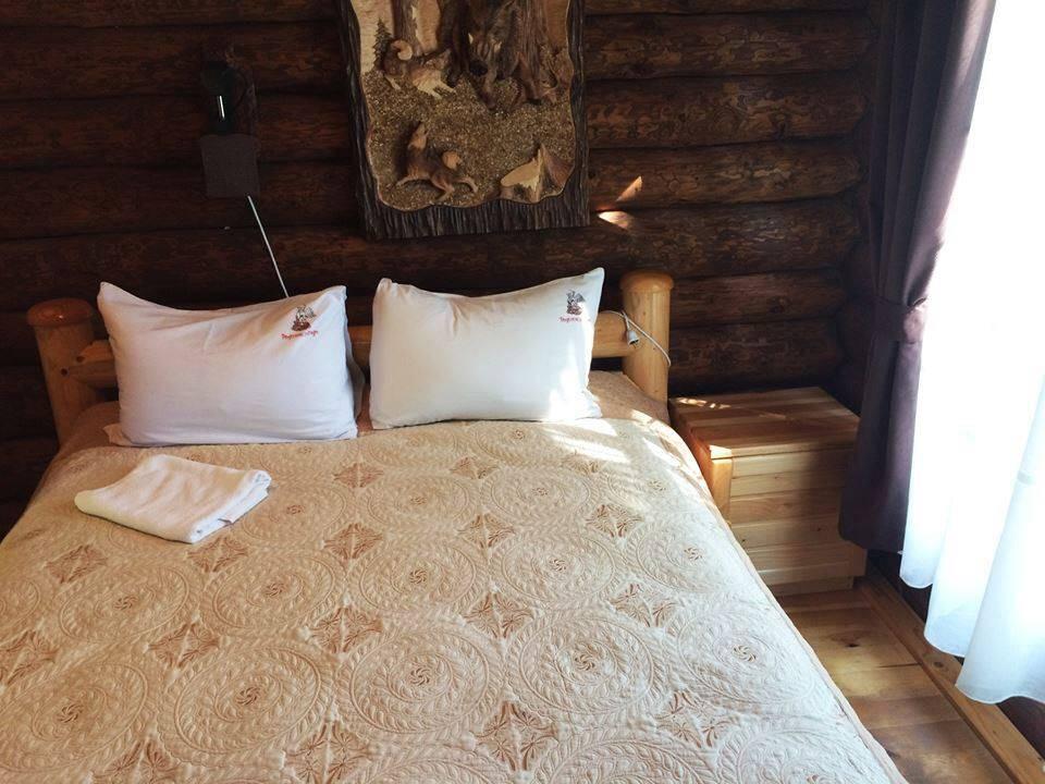 Пропонуємо яскравий відпочинок в гостинній садибі «Родинне гніздо» в селі Канава, Вінницька область!