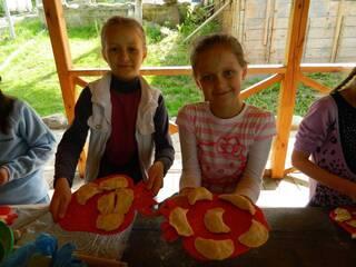 Гостинна садиба «Родинне гніздо» пропонує організацію майстер-класу для дітей та дорослих з приготування вареників.