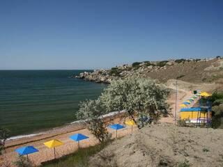 Отдых в Крыму в Щелкино с детьми на Азовском море. Оборудованный пляж