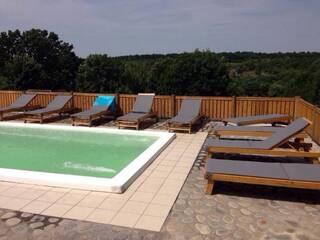 Гостинна садиба «Родинне гніздо» пропонує туристам незабутній колоритний відпочинок в українському стилі!