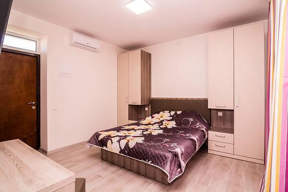 Однокомнатные апартаменты с кухней-студио и ванной комнатой. - Современные апартаменты в центре курортного города