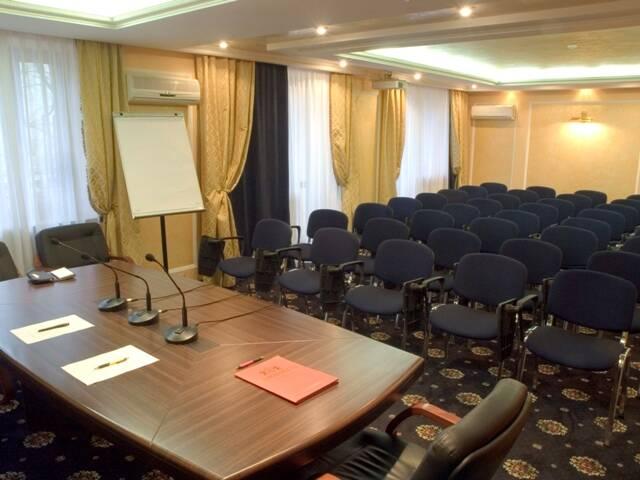 Выбор отеля с конференц-залом: приоритетные преимущества и критерии